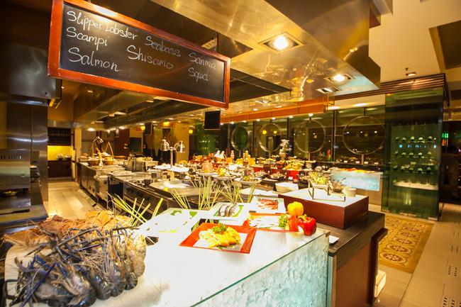 buffet-toi-tai-Nha-hang-Chat-Chit-thuoc-Khach-san-Equatorial-5-sao%20(30)[1]